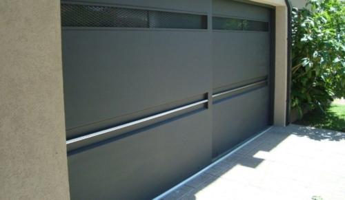 porton de acero moderno con puertas corredizas en monterrey
