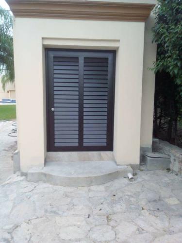 puertas modernas de aluminio para exteriores en monterrey